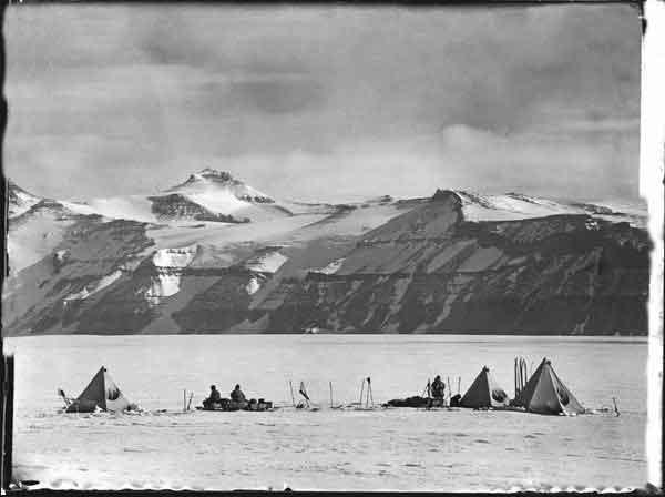 Mount Wild, Antártida, fotografía de Robert Falcon Scott