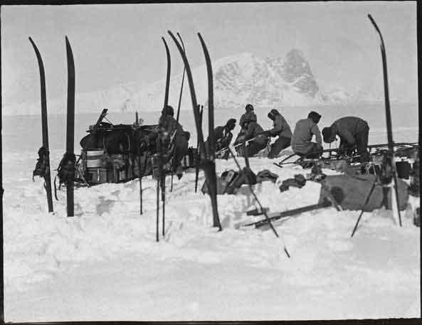 trineo atrapado en la nieve durante expedición Scott al Polo Sur