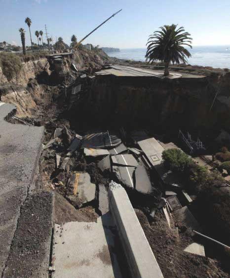 carretera derrumbada en California sobre el Pacífico