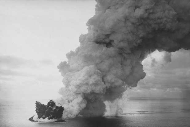 colas de gallo volcánicas y penachos, erupcion Surtsey 1964