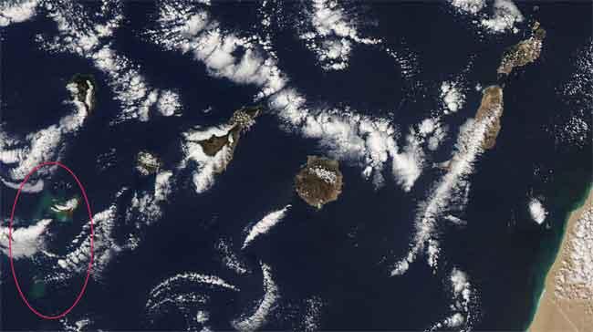 El Hierro, Islas Canarias - manchas en el mar por la erupción volcánica