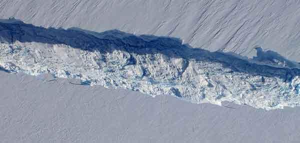 grieta en el glaciar Pine Island, Antártida