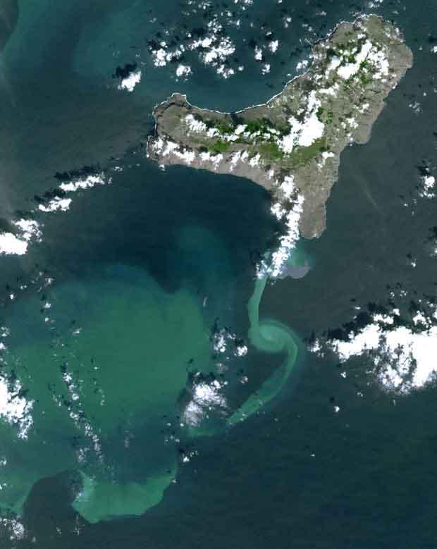 mancha en el mar por la erupción de El Hierro, satélite 01-01-2011