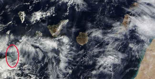 mancha por la erupción en el Hierro, satélite Terra 10-11-2011