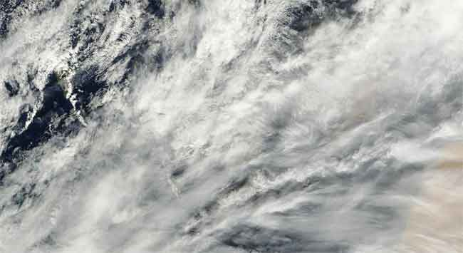Nubosidad Islas Carias satélite Terra 12-11-2011