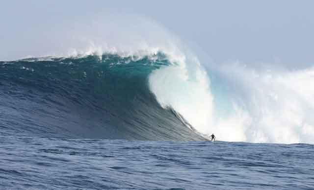 surf en ola gigante