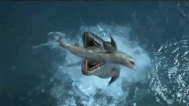mostruo marino cazando un tiburón