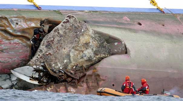 piedra en el casco del crucero Costa Concordia
