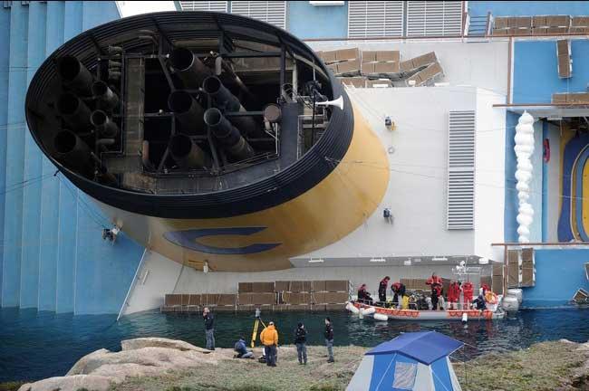 chimenea del crucero Costa Concordia