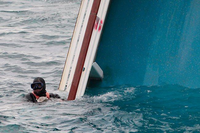 Buzo de rescate en el crucero Costa Concordia