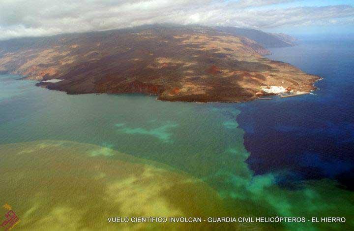mancha por la erupción volcán submarino frenete a La Restinga