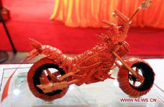 motolangosta escultura