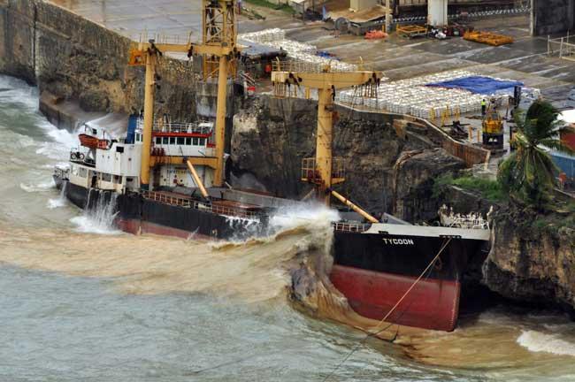 MV Tycoon encallado en la Isla de Navidad