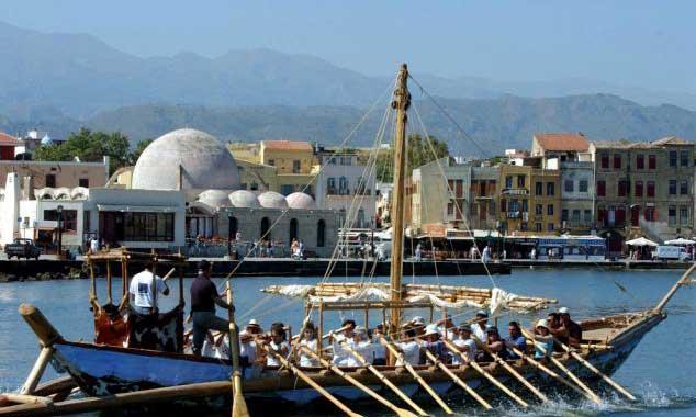 réplica barco isla de Hanai cerca de Creta
