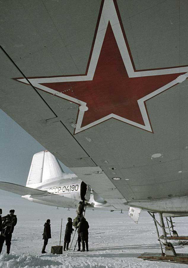 avión de suministros a la estación polar Vostok, Antártida