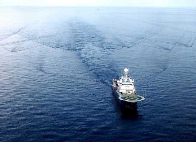 barco utilizando cañones de aire comprimido
