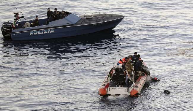 buzos rescatan cuerpo pasajero del Costa Concordia