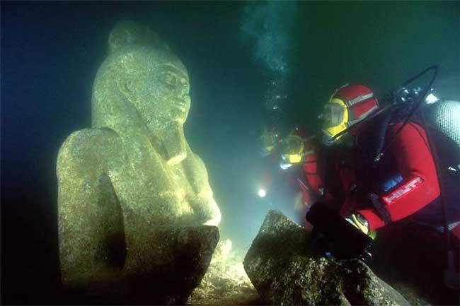 estatua gigante de Api