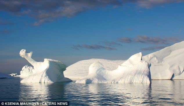 iceberg en forma de dragón de hielo