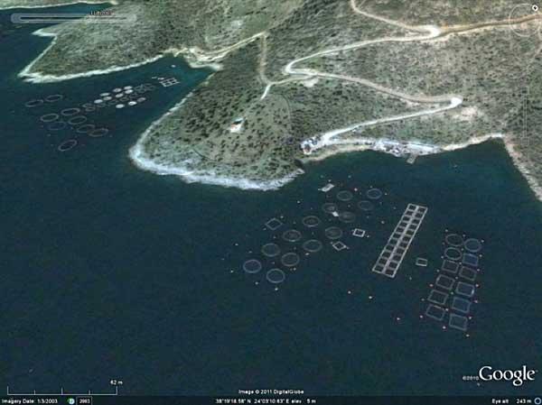 piscifactoría en la costa del Mediterráneo por Google Earth