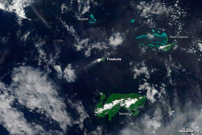 erupción volcánica en la isla Tinakula desde el espacio
