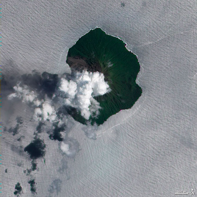 erupción volcánica en la isla Tinakula