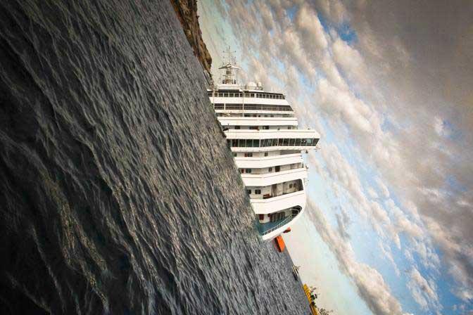 escora del Costa Concordia en las costas de Giglio