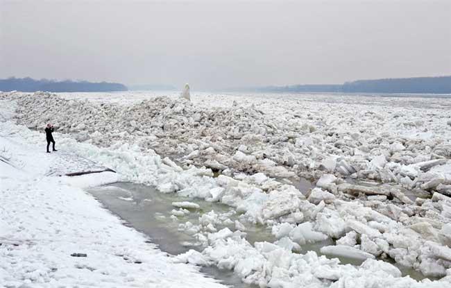 hielo en el Danubio a su paso por Belgrado, febrero de 2012