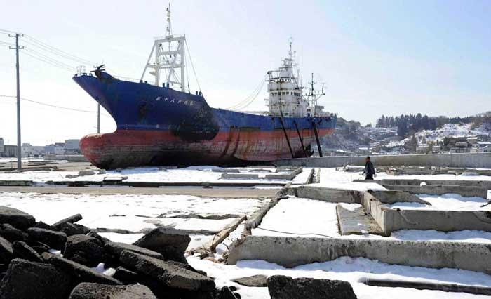 barco varado en Kesennuma. ahora