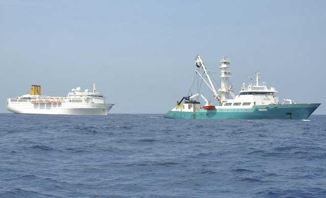 Le Trevignon remolca al crucero Costa Allegra