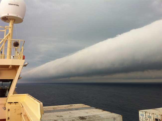nube tubular en el mar cerca de Brasil