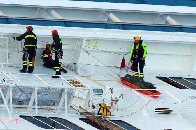 recuperación de cuerpos del crucero Costa Concordia