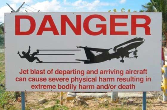 cartel de peligro por el chorro de aviones