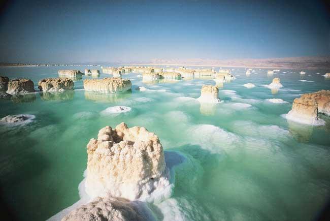 columnas de sal en el Mar Muerto