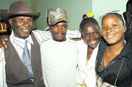 Joel Smith y familia