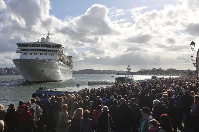 El MS Balmoral sale de Southampton