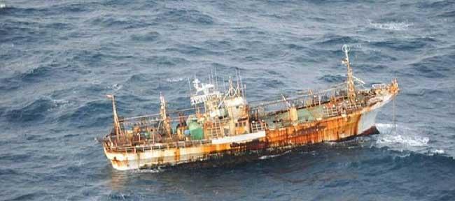 barco pesquero japonés arrastrado por el tsunami