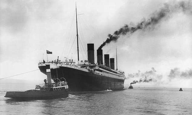 El Titanic remolcado antes de su primer y último viaje