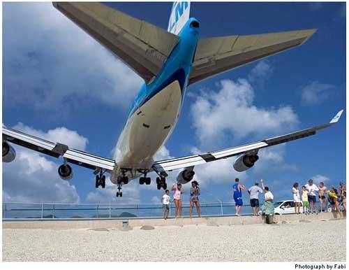 aterrizaje de un 747 en el aeropuerto internacional Princesa Juliana