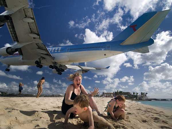 avión sobre la playa junto al Aeropuerto Princesa Juliana