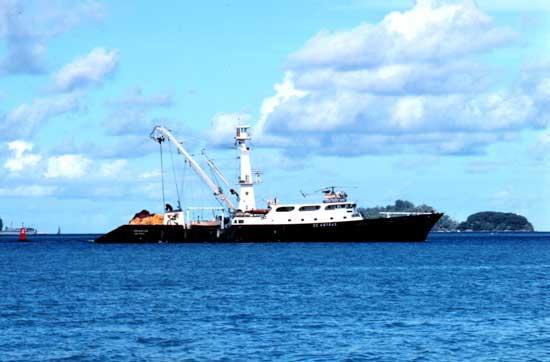 barco cerquero de atún