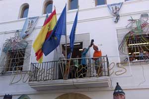 chupinazos desde balcón Ayuntamiento, fiestas Peñíscola 2010