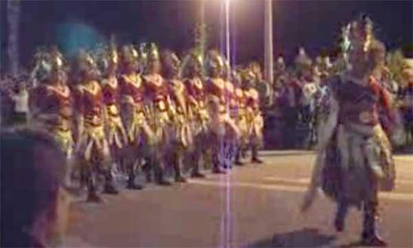 desfile Moros y Cristianos, Peñíscola 2010, mora amanza con espada