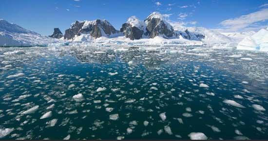 icebergs en el Océano Antártico