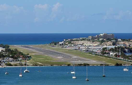 pista del aeropuerto internacional Princesa Juliana