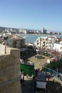plaza de toros de Peñíscola, al fondo la playa norte