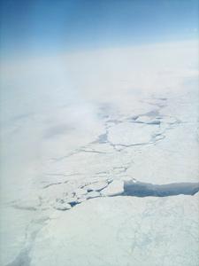 emisiones de metano entre las grietas de hielo del Océano Ártico