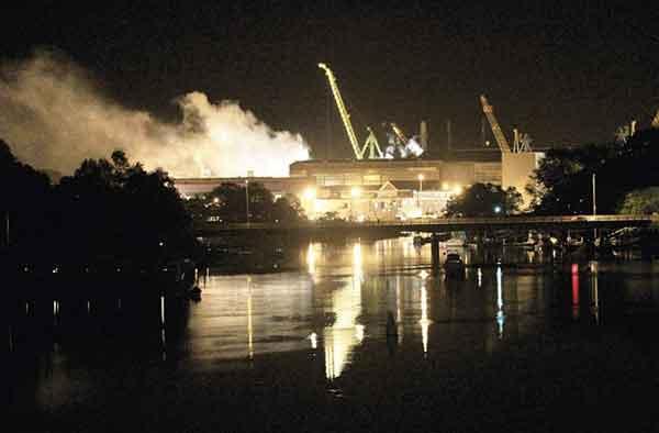 incendio en astillero de Maine