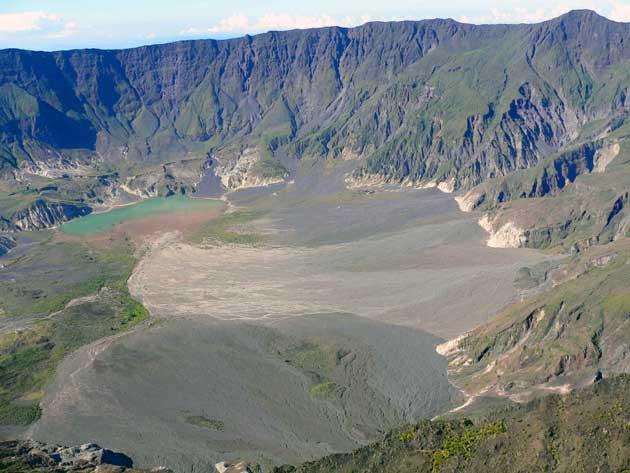 interior de la caldera del volcán Tambora