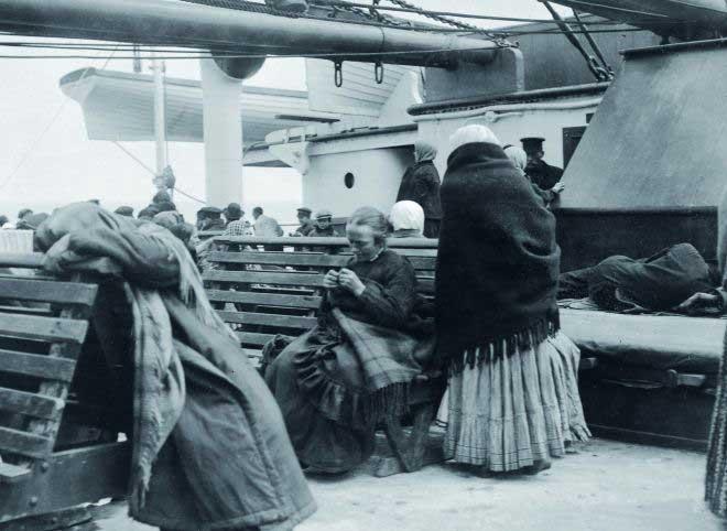 pasajeros de tercera clase en la cubierta del Titanic